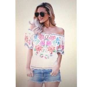 Tops - 🎉HPx2🎉☀️🍦White Floral Off-the-shoulders Top!🌸